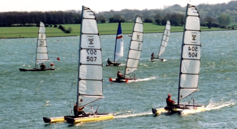 catamaran sailing uk:Bewl catapults
